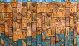 Antalya, Turcja, Maj 10 05 2018 Dekoracyjny abstrakta wzór z domami, drzewami i jachtami na wybrzeżu, barelief obraz royalty free