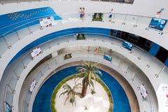 Antalya Turkiet - Juni 19, 2014 rund trappuppgång på ingången till Oceanarium - en av störst i värld Fotografering för Bildbyråer