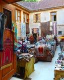 Antalya Turkiet, Maj 10 05 2018 Lagermattor och gammal saker i eastenstaden Fotografering för Bildbyråer