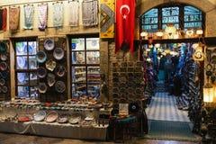 ANTALYA, TURQUIA - 19 DE NOVEMBRO DE 2018: Loja de lembrança em Antalya, Turquia fotografia de stock royalty free