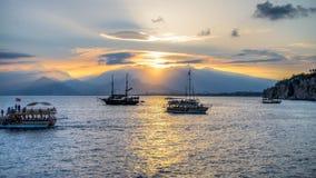 Antalya, Turquie - 16 octobre 2013 : Bateaux dans le vieux port d'Antalya, Turkiye Photo stock