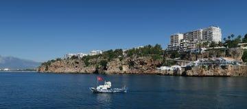 Antalyas在峭壁顶部的Oldtown Kaleici 如被看见从港口 免版税图库摄影