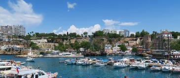 Antalyas Oldtown Kaleici και τα σκάφη στο λιμάνι, στην Τουρκία Στοκ Εικόνες
