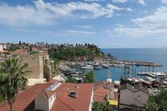 Antalyas Oldtown Kaleici avec le beau port et l'océan de Mediteranian Photo stock
