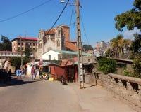 Antananarivo med shoppar och slottar Manjakamiadana och Andafiavaratra Royaltyfri Bild