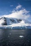 Antarctica - bajka krajobraz w słonecznym dniu Obrazy Stock
