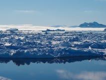Antarctica góra lodowa i lodowego floe krajobraz Fotografia Royalty Free