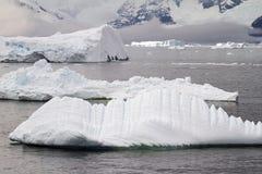 Antarctica - góry lodowa I linia brzegowa Fotografia Royalty Free