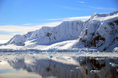 Antarctisch schiereiland en sneeuwbergen Stock Foto