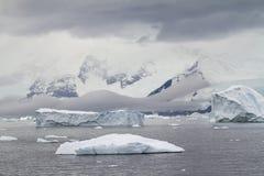 Antarktis - dramatiskt landskap Fotografering för Bildbyråer