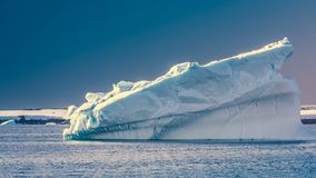 Antarktiskt isberg Längd i fot räknat för ultrarapid 4K stock video