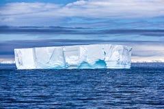 Antarktyczna góra lodowa Obrazy Royalty Free