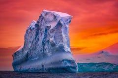Antarktyczna góra lodowa Zdjęcia Stock