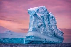 Antarktyczna góra lodowa Obraz Royalty Free