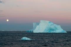Antartic восход луны над морем Weddell Стоковые Фотографии RF