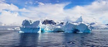 Antartic panorama, Foyn hamn Royaltyfri Bild