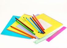 Anteckningsböcker, linjaler och blyertspennor Royaltyfri Foto