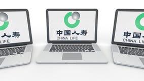 Anteckningsböcker med China Life försäkringsbolaglogo på skärmen Tolkning för ledare 3D för datateknik begreppsmässig Fotografering för Bildbyråer