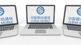 Anteckningsböcker med den China Mobile logoen på skärmen Tolkning för ledare 3D för datateknik begreppsmässig royaltyfri illustrationer