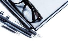 Anteckningsbok, blyertspenna och exponeringsglas Royaltyfria Bilder
