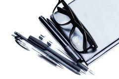 Anteckningsbok, blyertspenna och exponeringsglas Royaltyfria Foton