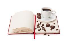 Anteckningsbok-, kopp kaffe- och chokladgodis Royaltyfria Bilder
