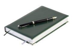 Anteckningsbok med en reservoarpenna fotografering för bildbyråer
