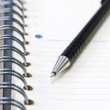 Anteckningsbok med pennan Royaltyfri Fotografi
