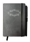 Anteckningsbok med pennan och handen Royaltyfria Foton