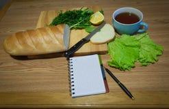 Anteckningsbok med recept recept-boken ett tomt blad Fotografering för Bildbyråer