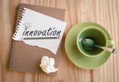 Anteckningsbok med text inom innovation och ljus kula Royaltyfria Bilder
