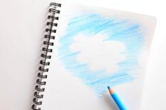 Anteckningsbok och blå blyertspenna Royaltyfri Bild