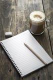 Anteckningsbok och kaffe Royaltyfri Foto