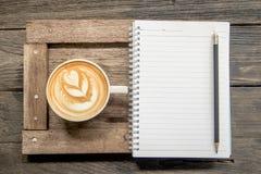 Anteckningsbok och kaffe Royaltyfria Bilder