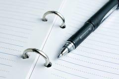 Anteckningsbok och penna Arkivbild