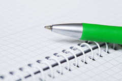 Anteckningsbok och penna Fotografering för Bildbyråer