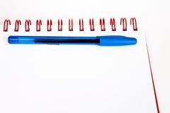 Anteckningsbok och penna Arkivfoton