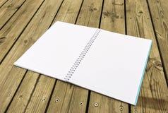 Anteckningsbok på trä Fotografering för Bildbyråer