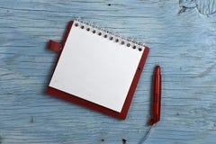 Anteckningsboken med skrivar Arkivbild
