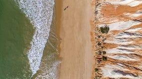 Anten falez i skał seascape brzeg widok sławna Falesia plaża, Algarve Zdjęcie Stock