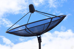 Anten satelitarnych anteny pod niebem Zdjęcie Stock