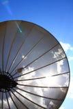 Antena basada en los satélites de la parábola Imágenes de archivo libres de regalías