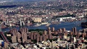 Antena da cidade com o rio, urbano, vizinhanças, distrito filme