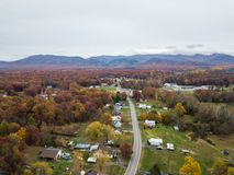 Antena da cidade pequena de Elkton, Virgínia no Shenandoah V imagem de stock