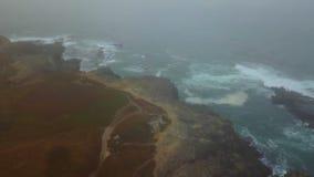 Antena da névoa, do oceano, e do litoral em Califórnia do norte video estoque