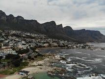 Antena da praia de Cape Town Campsbay Imagens de Stock