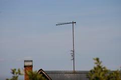 Antena da tevê no telhado Fotos de Stock Royalty Free