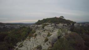 Antena das ruínas da couve de Mangup da cidade antiga crimeia filme