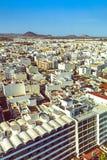 Antena de Arrecife con los volcanes más allá Foto de archivo libre de regalías