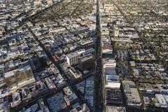 Antena de Beverly Hills California Wilshire Blvd imágenes de archivo libres de regalías
